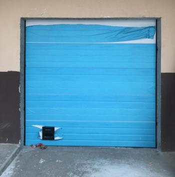 Промышленные секционные ворота в паркинг с ресурсом работы пружин от 100000 циклов